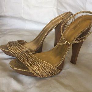 Wooden heel platform sandal.